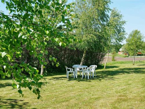 En trädgård utanför Holiday home VARBERG III