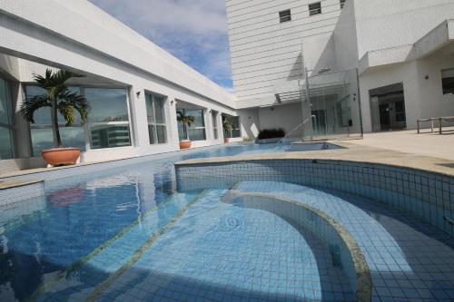 The swimming pool at or close to Apartamento Mundo Plaza