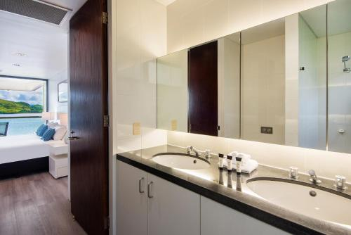 A bathroom at Waves 08
