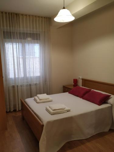 A bed or beds in a room at Casa en la Calle Real Molinaseca Camino Santiago