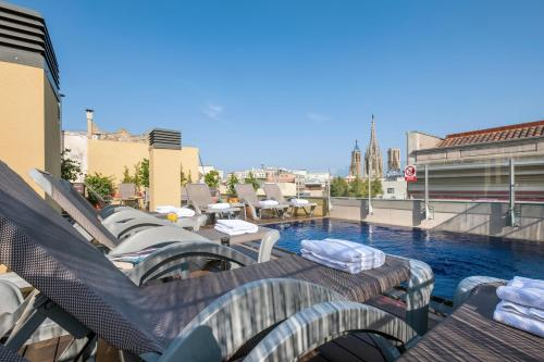 The swimming pool at or near Catedral Bas Apartments Barcelona