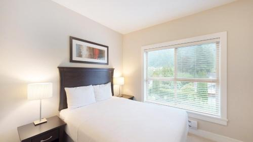 A bed or beds in a room at Harrison Lakeview Resort