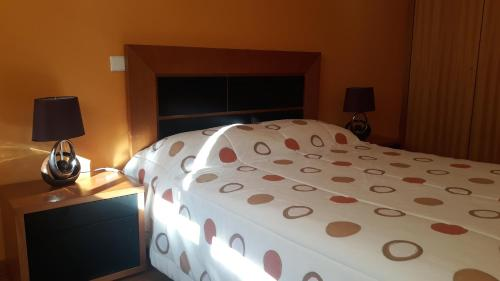 A bed or beds in a room at Apartment Guida's place