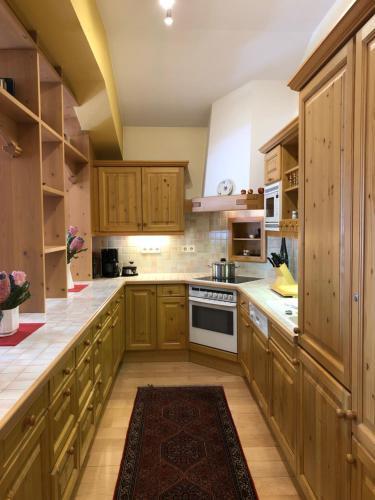 A kitchen or kitchenette at Apartment Wiemer - Haus Silent