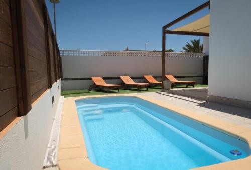 The swimming pool at or close to Villa Relax