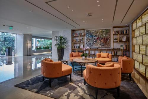 The lounge or bar area at Fraser Suites Hanoi