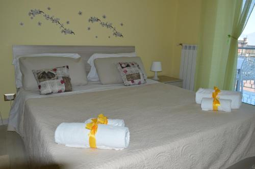 A bed or beds in a room at La Tua Casa A Napoli