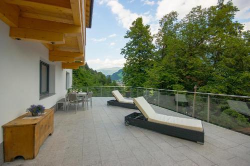A balcony or terrace at Apartment Sonnbichl