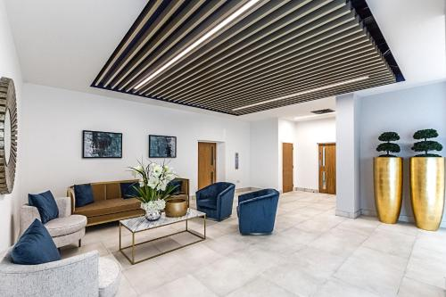 A seating area at Mya Bracknell/Windsor Apartments