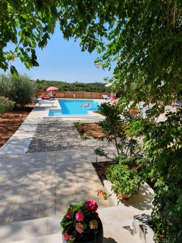 The swimming pool at or close to Apartments Borghetto
