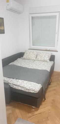 Posteľ alebo postele v izbe v ubytovaní STUDIO APARTMAN OZALJSKA 96