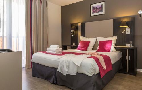Ein Bett oder Betten in einem Zimmer der Unterkunft Odalys City Colmar La Rose d'Argent