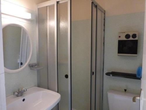 Salle de bains dans l'établissement Apartment Saint gilles croix de vie - 4 pers, 26 m2, 2/1 1