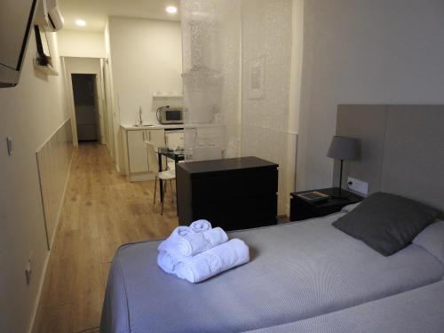En eller flere senge i et værelse på Apartamentos Atica
