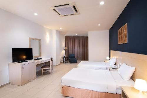 A television and/or entertainment centre at Golden View Serviced Apartments