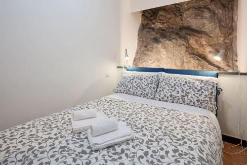 A bed or beds in a room at La Cantina di Lorenza