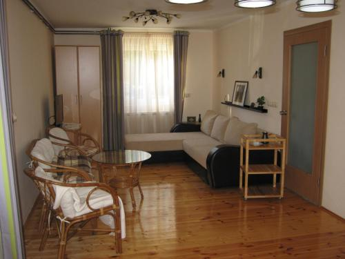 A seating area at Guest House Sergey
