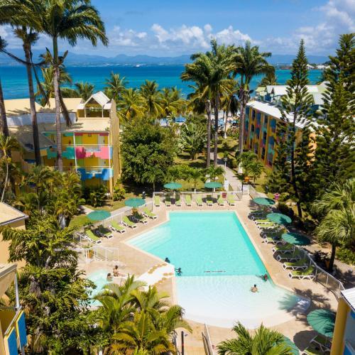 Vue sur la piscine de l'établissement Canella Beach Hotel ou sur une piscine à proximité