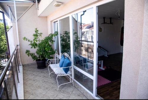 A balcony or terrace at Sunbeam Studio