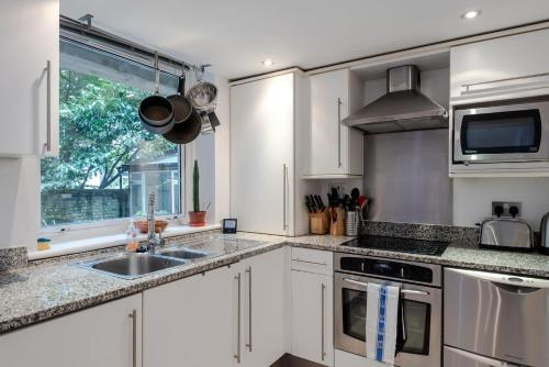 A kitchen or kitchenette at Gorgeous 2BR Flat in London by GuestReady