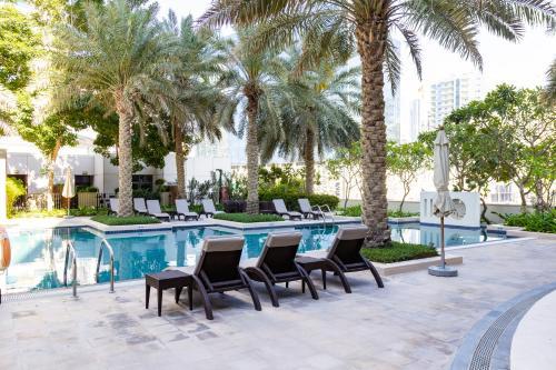 The swimming pool at or near Ultra-modern 2 Bedroom: Short Walk to Dubai Mall