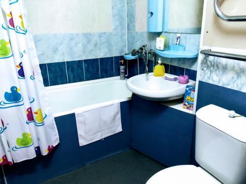 Ванная комната в Apartment on Prospect Octyabrya