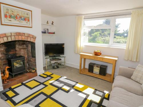 A seating area at 2 Knowledge Cottage