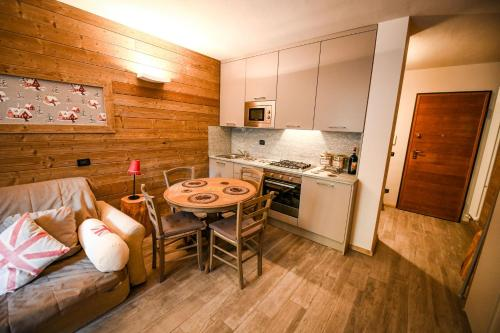 A kitchen or kitchenette at Stalle Lunghe Deluxe Apartments