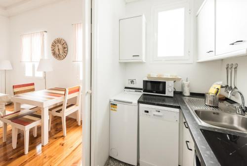 Dapur atau dapur kecil di Apartamentos Alcalá 55