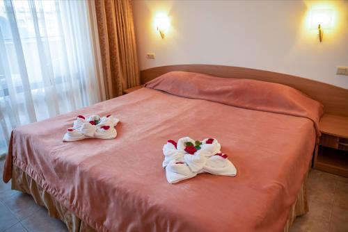Een bed of bedden in een kamer bij Aparthotel Rose Village