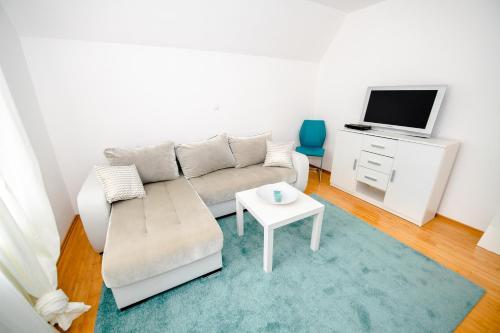 Predel za sedenje v nastanitvi Apartment with view Žirovnica