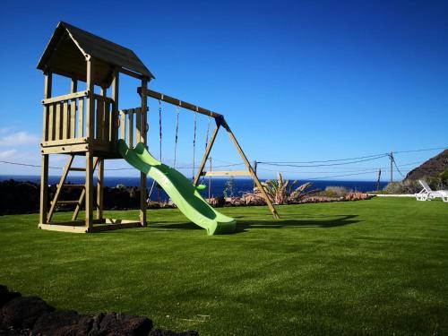 Zona de joacă pentru copii de la Vistamar La Caleta