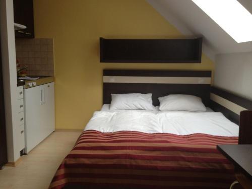 Postel nebo postele na pokoji v ubytování Apartman Nellinka