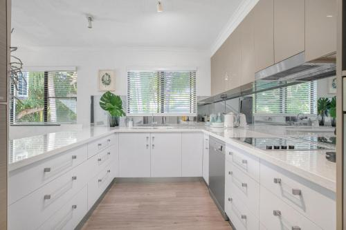 A kitchen or kitchenette at Tropical Reef Apartments