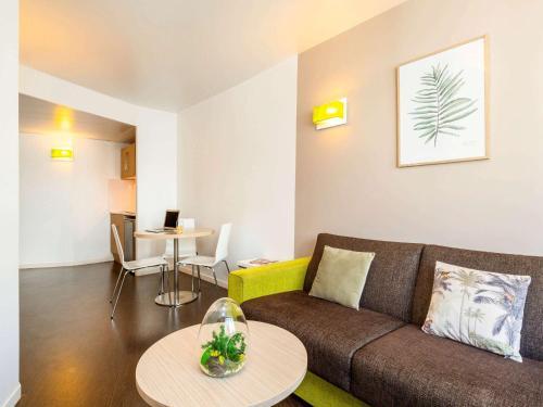 A seating area at Aparthotel Adagio Access Paris Reuilly