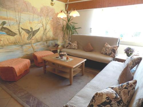 Ein Sitzbereich in der Unterkunft Haus Alexandra