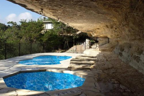 The swimming pool at or near The Treehouse On Lake Travis