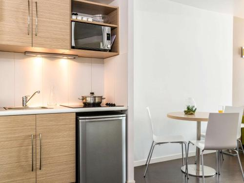 A kitchen or kitchenette at Aparthotel Adagio Access Paris Reuilly