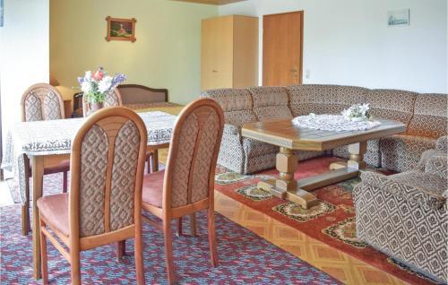 Ein Restaurant oder anderes Speiselokal in der Unterkunft Apartment Bernauer - 07