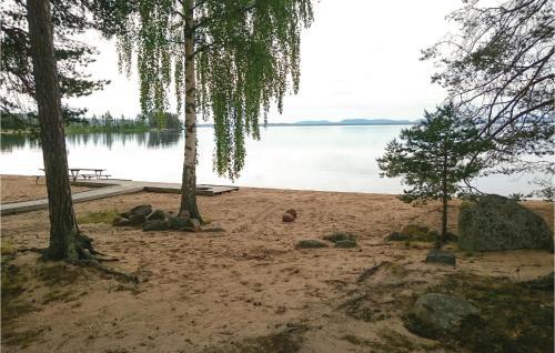 En strand vid eller i närheten av semesterhuset