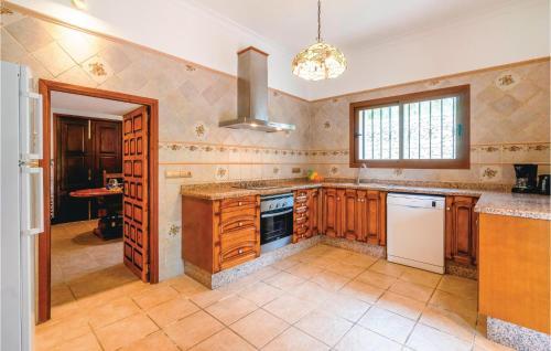 Küche/Küchenzeile in der Unterkunft Holiday Home Santa Eulalia with Fireplace VIII