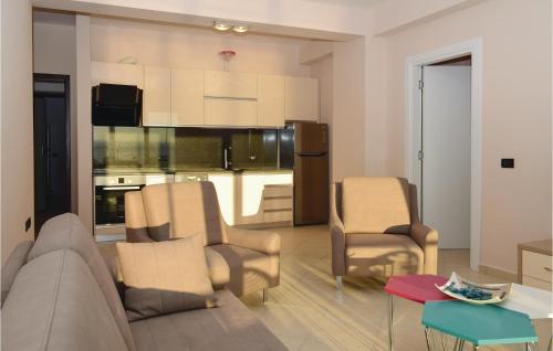 Area soggiorno di Two-Bedroom Apartment in Durres