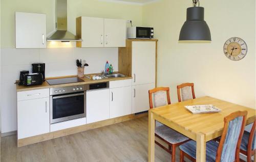 Küche/Küchenzeile in der Unterkunft One-Bedroom Apartment in Boiensdorf