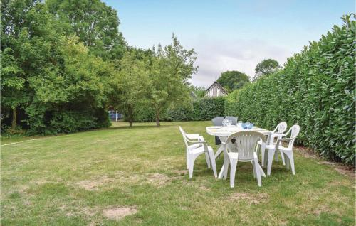 Jardin de l'établissement Three-Bedroom Holiday Home in Le Bourg-Dun