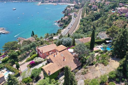 A bird's-eye view of Villa theoule pleine vue mer