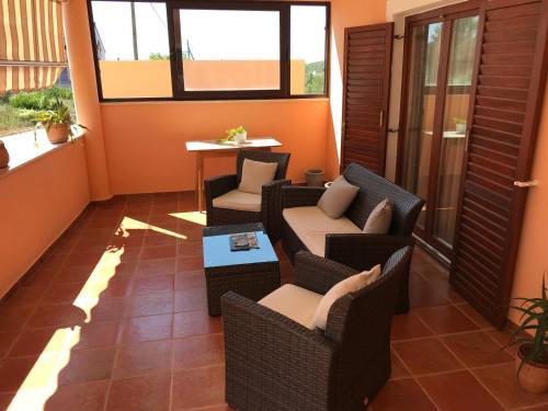 A seating area at Apartments Lamjana