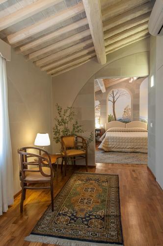 A seating area at Hotel Alla Corte degli Angeli