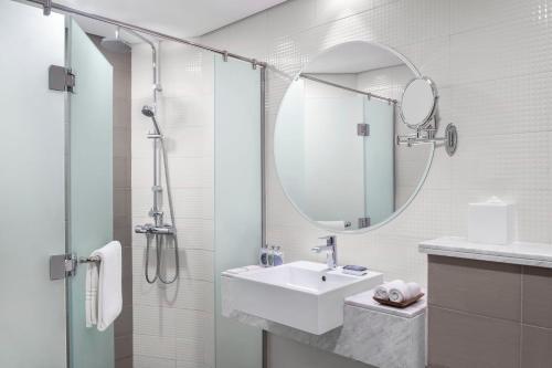 Salle de bains dans l'établissement Leva Hotel and Suites, Mazaya Centre