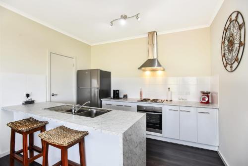A kitchen or kitchenette at Mirabella