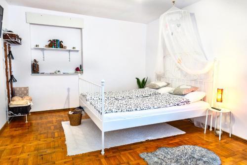 Cama ou camas em um quarto em Pine House